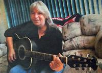 Lindy Timmerman, playing guitar