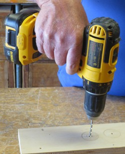 Battery-powered cordless drill