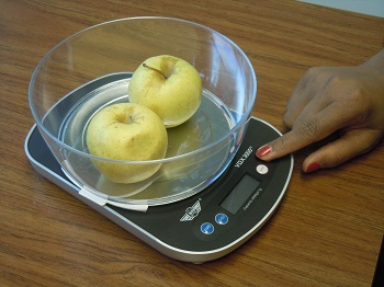 food scale with apples in bowl