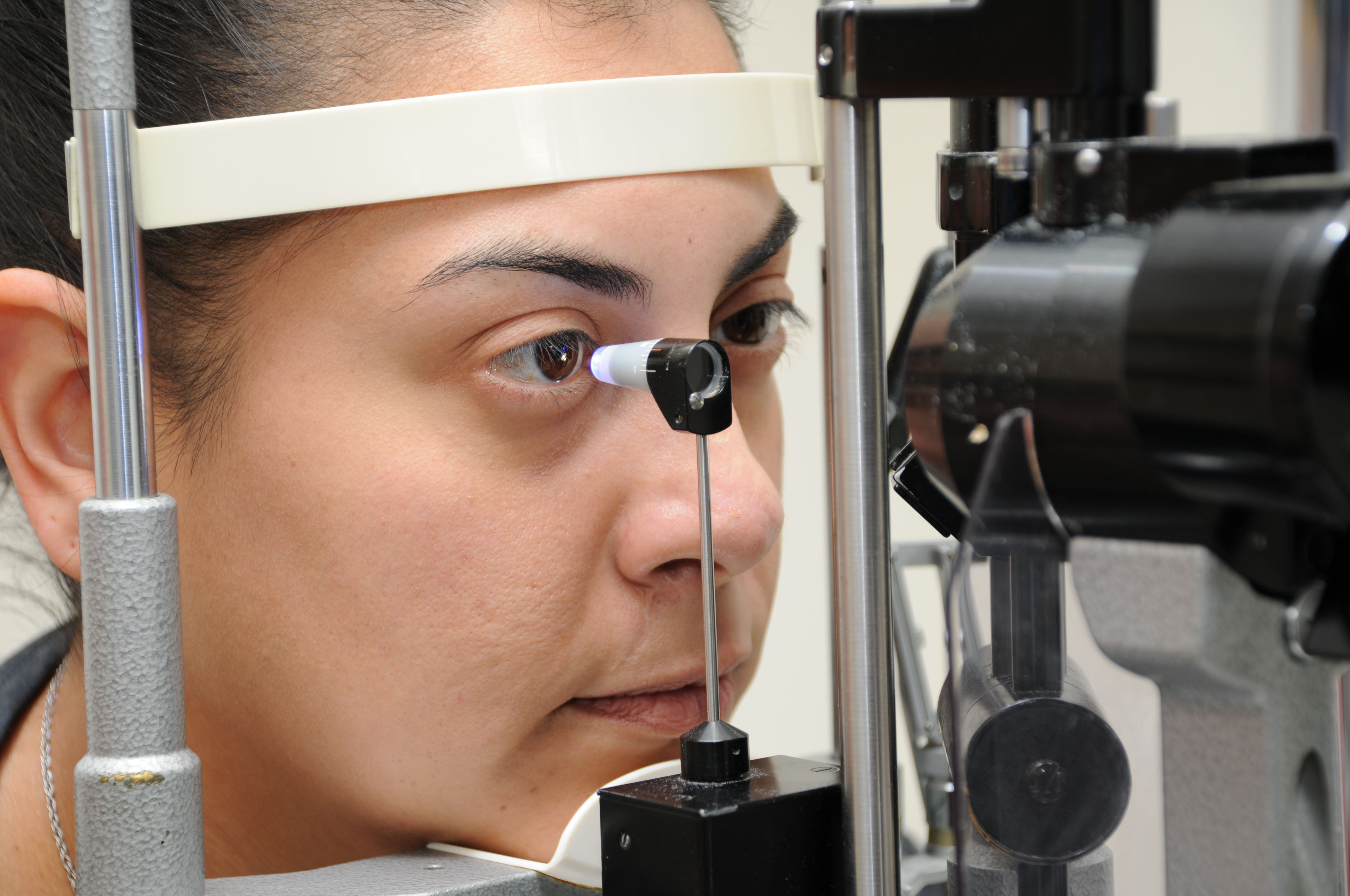 Testing IOP with a Goldmann tonometer. Source: Courtesy Karanjit Kooner MD and William Anderson, photographer, University of Texas Southwestern Medical Center, Dallas