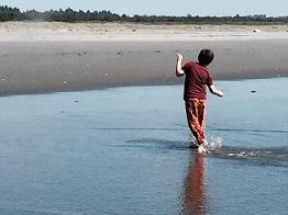 Eddie walking and splashing in ocean