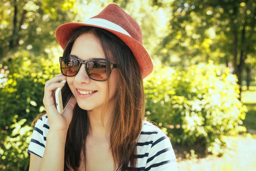 teen using cellphone